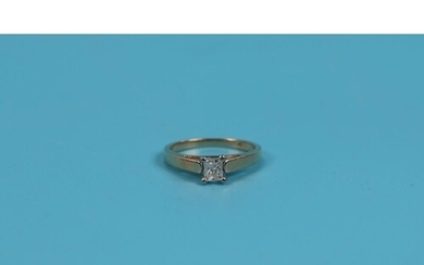 14ct gold princess cut diamond (.40ct) solitaire ring