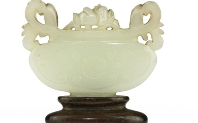 A CHINESE JADE SCULPTURE. EARLY 20TH CENTURY.