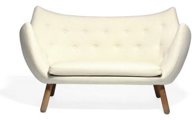 """Finn Juhl: """"The Poet"""". Freestanding two seater sofa with round patinated Cuban mahogany legs. Upholstered with white wool. Made by cabinetmaker Niels Vodder. – Bruun Rasmussen Auctioneers of Fine Art"""