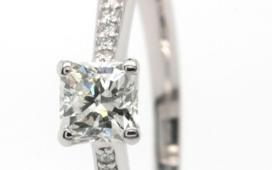 Ring in 14kt with diamonds 0.64ct