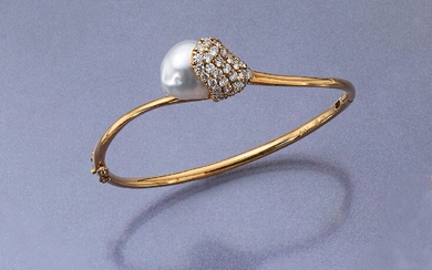 18 kt gold bangle with cultured south seas...