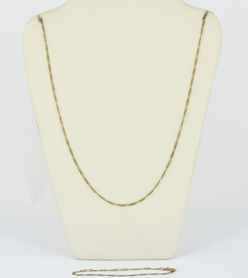 A 9ct GOLD CURB LINKS CHAIN