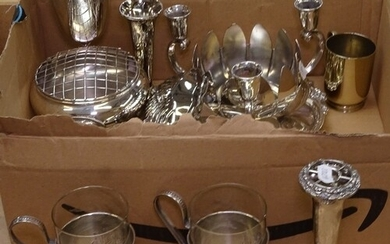 A quantity of silver plated ware, to include rose bowls, bud...