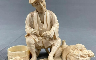 Mussel fisherman. Sculpture. Proably Japan old around