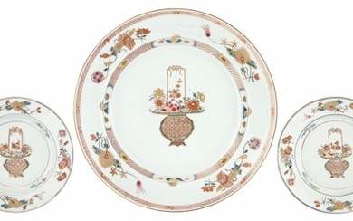 A Chinese Export Porcelain Famille Rose Charger and Two Dishes en Suite