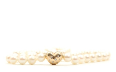 NOT SOLD. A pearl necklace set with numerous cultured pearls, and a diamond clasp set with seven diamonds. – Bruun Rasmussen Auctioneers of Fine Art