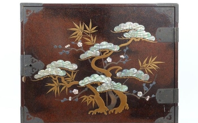 Okimono (1) - Natural solid wood and lacquer and shells - Large size antique drawer - Japan - Early 20th century