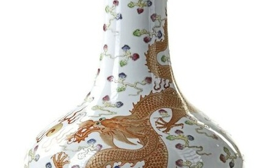 A CHINESE FAMILE ROSE 'DRAGONS' VASE, 19TH-20TH CENTURY