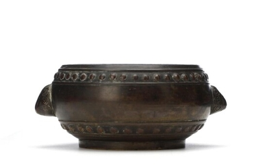 A Chinese 19th c. patinated bronze incense burner, Xuande mark. Weight 530 g. H. 6 cm. Diam. aprox. 12 cm. – Bruun Rasmussen Auctioneers of Fine Art