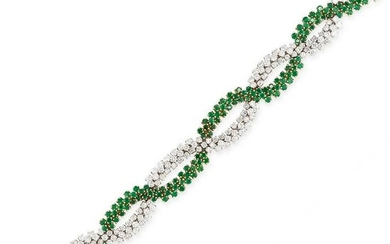 AN EMERALD AND DIAMOND BRACELET in 18ct yellow gold and
