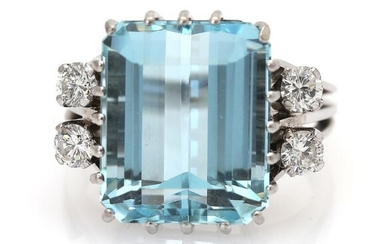 An aquamarine and diamond ring set with an emerald-cut aquamarine flanked by four brilliant-cut diamonds, mounted in 14k white gold. Size 56. – Bruun Rasmussen Auctioneers of Fine Art