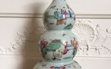 CHINA Triple gourd porcelain vase decorated with enamels of the...