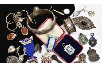 A TRAY OF SILVER AND WHITE METAL ITEMS, to include a silver ...