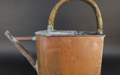 Copper watering can. Curved wooden handle. Absence of apple. Accidents and soldering. A second belly model is attached.