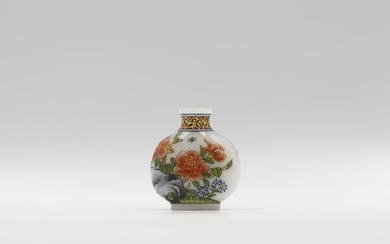 Snuff bottle - Enameled Glass - Flowers and Birds - China - Mid 20th century