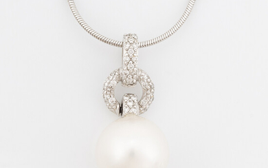 White gold, cultured pearl and brilliant cut diamond necklace, Golden Lady.