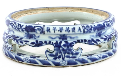 A Chinese blue and white stand