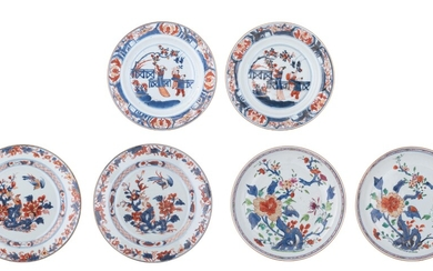 A pair of fine Chinese Imari dishes, decorated with 'Long...