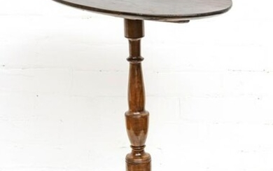 CHIPPENDALE STYLE CARVED MAHOGANY OVAL TABLE