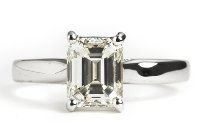 A diamond solitaire ring set with an emerald-cut diamond weighing app. 1.68 ct., mounted in 18k white gold. O/VVS. Size 54. – Bruun Rasmussen Auctioneers of Fine Art