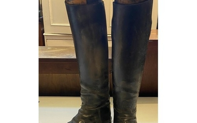 A pair of leather riding boots, with stretchers, 53 cm high