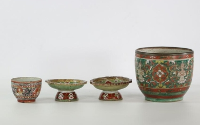China 2 vases and 2 Tazzas in Chinese Bencharong type