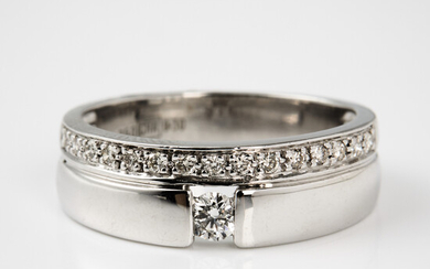 RING, 18 k white gold, brilliant cut diamonds, a total of about 0. 30 ct.
