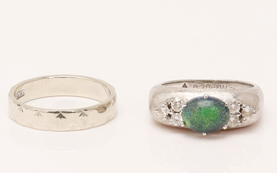 Set of rings, 750 and 585 white gold, opal, diamonds (2).