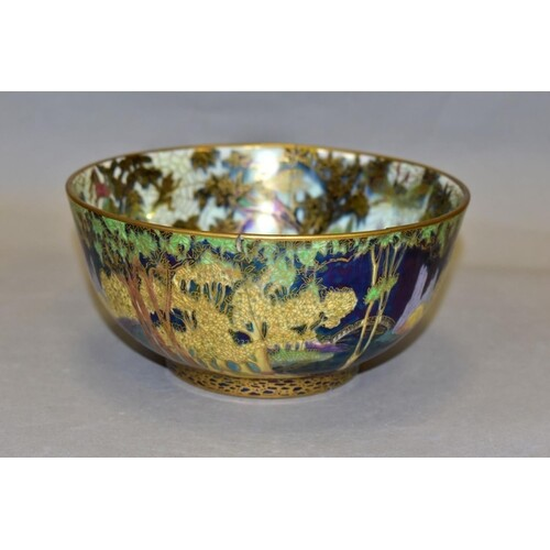 A WEDGWOOD FAIRYLAND LUSTRE FAIRY WITH LARGE HAT (WOODLAND B...
