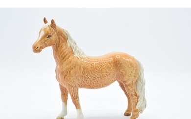 Beswick Pinto pony in Palomino colourway 1373. 17cm tall. In...
