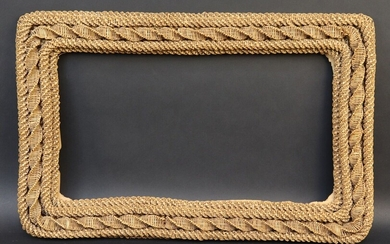 Frame in woven straw with five strands. End of XIX°, beginning of XX°. Dim. 32,5*50 cm