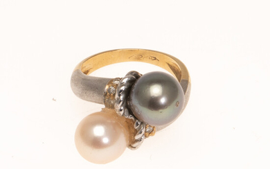 Ring with Tahitian pearl, 750 white gold and yellow gold.