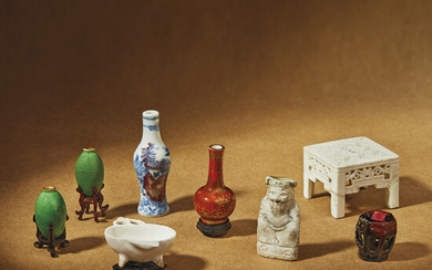 A GROUP OF EIGHT MINIATURE GLAZED TABLE ARTICLES