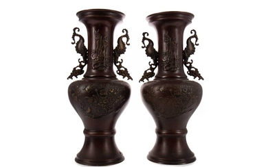 A PAIR OF EARLY 20TH CENTURY JAPANESE BRONZE VASES