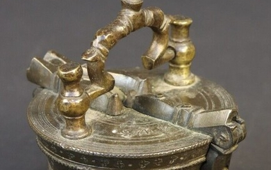 Small pile of bucket weights marked 4. Padlock hallmark for Weinmann probably Johann Joachin (2nd of the name son of Hanz Weinmann). Received master in 1669, sworn in 1693. Died in 1711. Remains five weights cups and box. Body with decoration of...