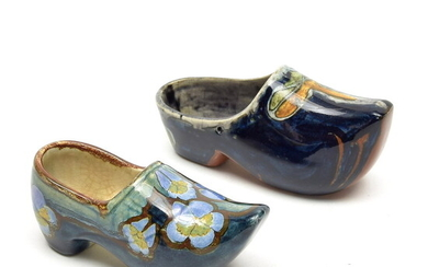 Polychrome painted pottery wooden shoe, executed by Rozenburg / Den...