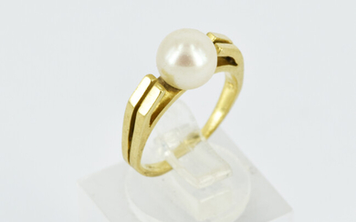 A MODERNIST SHAPED PEARL RING