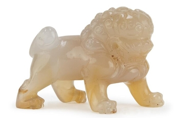 A SMALL CHINESE CHALCEDONY GUARDIAN LION SCULPTURE 20TH CENTURY.