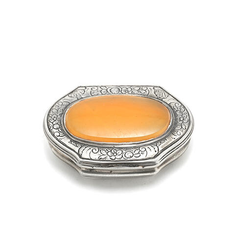 An 18th century silver and agate mounted snuff box