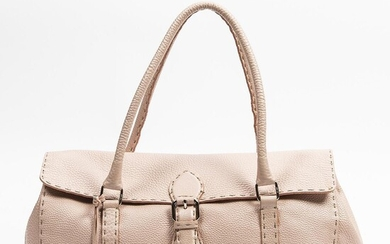 """NOT SOLD. Fendi: """"1925 Selleria Lavorazione Collection Linda Tote"""" A bag of light pink grained leather with silver tone hardware. – Bruun Rasmussen Auctioneers of Fine Art"""