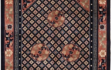VINTAGE CHINESE RUG. 8 ft 1 in x 5 ft 1 in (2.46m x 1.54m).