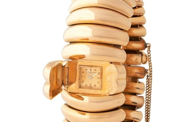 Vacheron Constantin. Fine and Elegant Lady's Bracelet Wristwatch in Pink gold, With Concealed Dial