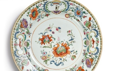 A Chinese Export 'Pompadour' Pattern Plate, Qing Dynasty, Qianlong Period, circa 1745 | 清乾隆 約1745年 粉彩花卉圖盤