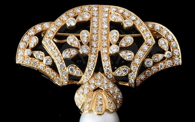 A SOUTH SEA CULTURED PEARL AND DIAMOND BROOCH