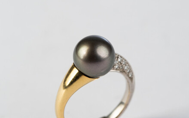 Ring, 750 white and yellow gold, set with diamonds, Tahitian pearl.