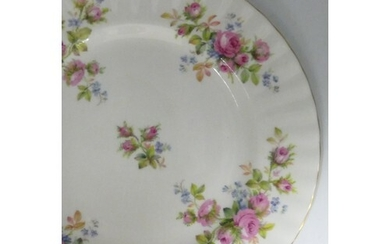 Royal Albert Moss Rose patterned tea and dinner ware: To inc...