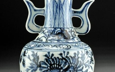 19th C. Chinese Qing Dynasty Porcelain Vase Florals
