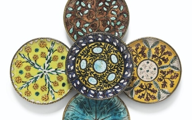 A GROUP OF FIVE FRENCH POTTERY PLATES BY ANDRE METTHEY