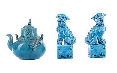 A LATE 19TH CENTURY CHINESE TURQUOISE GLAZED TEAPOT AND COVER, ALONG WITH A PAIR OF FOO DOGS