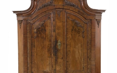 NOT SOLD. A large German Baroque walnut cupboard with ball feet. Detachable. Early 18th century. H. 245 cm. W. 205 cm. D. 77 cm. – Bruun Rasmussen Auctioneers of Fine Art